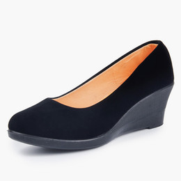 $enCountryForm.capitalKeyWord UK - Designer Dress Shoes Women Casual Wedge Flock Soft Female Shallow Pumps Slip On Breathable Retro Black Comfortable Spring Autumn Ladies