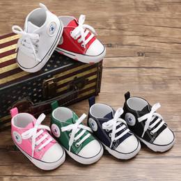 Venta al por mayor de Zapatilla de lona para bebé Zapatillas deportivas para niñas niños Zapatos para caminantes recién nacidos Niño pequeño Suela blanda antideslizante Primeros caminantes