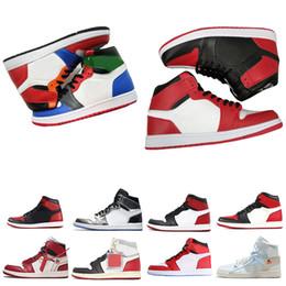 230a4f12d1eac Nuovo 1 top 3 Banned Bred Toe Chicago OG 1s Gioco Royal Blue mens scarpe da  basket sneakers Shattered Backboard uomo sportivo designer scarpe da  ginnastica
