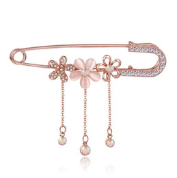 Wholesale Gold Suits Australia - Wholesale- Hijab Pins Rose Gold plated Safety Pin Brooch Fashion Luxury Rhinestone Men Brooches For Suit Scarves Corsage Sweater Collar