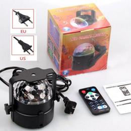 Опт Горячая светодиодная лампа Magic Ball Новейший светодиод RGB Crystal Magic Disco Ball Light Звук активируется с дистанционной вечеринки DJ поставляет инструменты