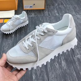 $enCountryForm.capitalKeyWord Australia - Top Quality Sports Mens Shoes Luxury Lightweight Vintage Breathable Comfortable Runnger Sneaker Footwears Lace-up Shoes with Origin Box