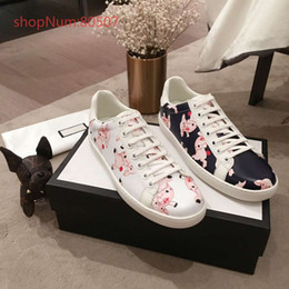 $enCountryForm.capitalKeyWord Australia - Couple Shoes Hot Selling High Quality Mens Womens Fashion Luxury Shoes Couple Designer Leisure Shoes Genuine Leather covered Pigs Pattern