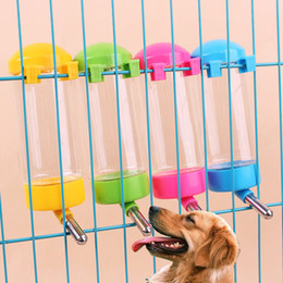 $enCountryForm.capitalKeyWord NZ - 400ml Pet Dog Drinking Water Bottles Dog Cat Water Drinker Hanging Bottle Dispenser Cat drinking kettle 4 Colors Random Pets Supplies