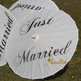 $enCountryForm.capitalKeyWord Australia - Handmade Just Married Painted Paper Parasol for Wedding Photographs Wedding Decor Cheap Bridal Paper Umbrella Dancing