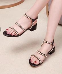 89177f7b0 2019 Mulheres Elegantes Sandálias de Verão Sapatos Com Pérola Elegante Sexy  Strap Square Salto Baixo Moda Verão Sapatos Casuais Sandálias Mulheres  Bombas