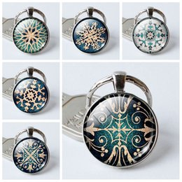 $enCountryForm.capitalKeyWord Canada - 2019 new snowflake pattern creative time gemstone crystal keychain convex round glass pendant key chain fashion household items