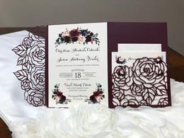 Wholesale Hot Sale Plum Rose Trifold Laser Cut Wedding Invitations Pearl Shimmy Pocket Wedding Invite Burgundy Wedding Invitation Jackets with Belt