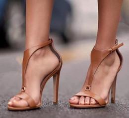 Venta al por mayor de Diseñador de zapatos de vestir pu fiesta de cuero sexy moda tobillo moda de verano delgado tacones altos damas mujeres bombas zapatos mujer sandalias A11051