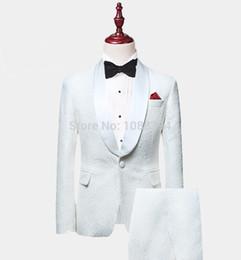 dinner coat men 2019 - 2019 New Arrival White Paisley Mens Suits Groom Tuxedos Groomsmen Wedding Party Dinner Best Man Suits (Coat+Pants+Bow) d