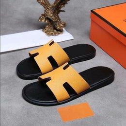 Pantofole di gomma bianche nere di estate del progettista di lusso di alta qualità delle donne del progettista degli uomini della spiaggia dei pattini di scialle dei sandali di modo dei graffi di modo 38-46 in Offerta
