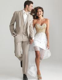 $enCountryForm.capitalKeyWord Australia - Customize Groomsmen Notch Lapel Groom Tuxedos Champagne Men Suits Wedding Best Man Blazer (Jacket+Pants+Vest + Bow Tie)