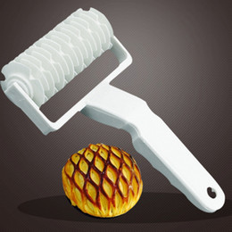 $enCountryForm.capitalKeyWord Australia - Baking Plastic Rolling Broaches Pie Pizza Knife Pastry Embossing Dough Rolling Process Home Kitchen Baking Tools
