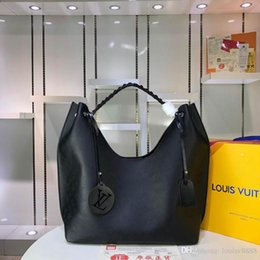 Die neue klassische Modedesigner-Tasche ist eine kompakte Deluxe-Tasche, die einfach zu tragen ist. Handtaschen mit guter Lederqualitätsnummer: 84 M53188 im Angebot