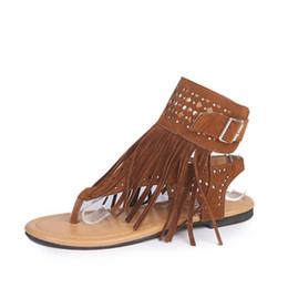 a61c205e415 Pisos de las mujeres Chanclas Sandalias con hebilla de tobillo Moda Borlas  Remache Sandalias de verano Zapatos abiertos del dedo del pie Sandalias ...