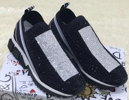 2018 Nuevo diseñador de moda Serpentina Imprimir Love Peach Sneakers de corte bajo en cuero blanco y negro usar zapatos casuales de las mujeres marca ly18070504 en venta
