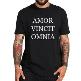 $enCountryForm.capitalKeyWord Australia - Latin T Shirt Men Amor Vincit Omnia Tops Love Conquers All Tee 100% Cotton Black White Letter Design Casual T-shirt Eu Size