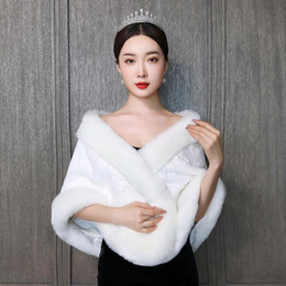 Wholesale winter costumes for women for sale – halloween 2020 Fall Winter Bridal Wraps For Wedding Warm Fur Winter Sleeveless Bride Capes Halloween Costumes For Women Men Cosplay Bridal Cloaks