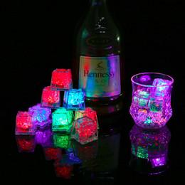 Toptan satış Romantik Parti Düğün Noel Hediyesi İçin Kristal Küp Su Actived Işıklı 7 Renk değiştirme LED Buz küplerinin Bar Flaş Otomatik