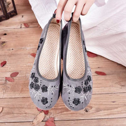 ethnic fabric shoes NZ - Ethnic style embroidered flat shoes women's lightweight soft comfortable non-slip round head women's loafers Slip-On W33-86