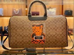 Man bag hook online shopping - New desinger classic Tide man travel bag Hot sell fashion luxury Exquisite workmanship Elegant lady brand bag