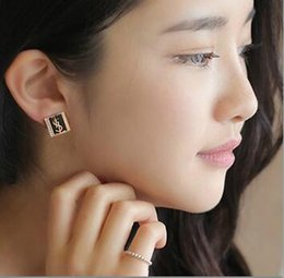 $enCountryForm.capitalKeyWord Australia - New hot brand designer rhinestone geometric letter earrings ear clip ladies jewelry gift fashion accessories