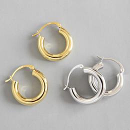 Kadınlar Chic Stil Kadın Geometrik Hoop Küpe Fine Jewelry İçin Yeni 925 Gümüş Minimalist Metalik Çember Küpeler