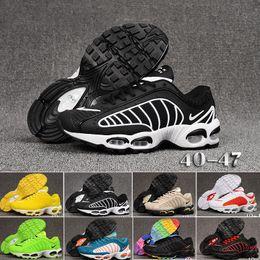 Venta al por mayor de Nike TN Plus Tailwind IV 4 Violeta persa TN Plus Kpu Zapatillas de running Hombre Mujer Zapatos de diseño 2019 Foto Azul abejorro blanco negro deporte zapatillas de deporte 5-11