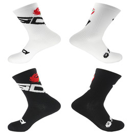 Wholesale 2019 Pro Team Cycling Socks Men Women Bike Sports Foot Protection Socks White And Black Low Tube Comfortable Bicycle