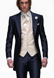 Wholesale Fashion Design Navy Blue Groom Tuxedos Peak Lapel One Button Groomsmen Mens Wedding Tuxedos Excellent Man Piece Suit Jacket Pants Vest Tie