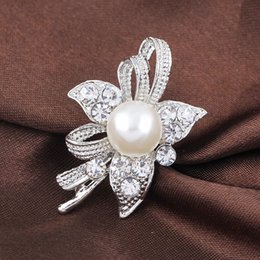 China Luxury Wholesale Jewelry Australia - Luxury Crystal Flower Brooches Pins Corsage Scarf clips Bridal bouquet silver Brooch Women Wedding Designer Jewelry Christmas