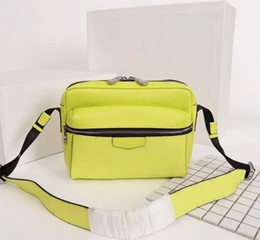 $enCountryForm.capitalKeyWord NZ - Men with the same type of single shoulder bag of the big stars in 2019 are close to each other, slanting postman bags, new fashion stamped m