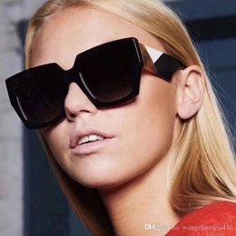 Alta qualidade óculos de sol de luxo mulheres Europa e nos Estados Unidos vento vintage rebites grande quadro fino óculos de sol dos homens e mulheres óculos em Promoção