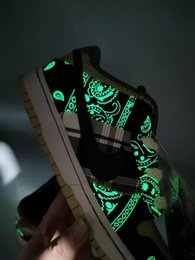 dunking basketball NZ - Travis Scott X SB Dunk Low Running Shoes for Mens Women Jackboys Luminous Fashion Skate shoe Basketball Sneaker With Boxes 36-45