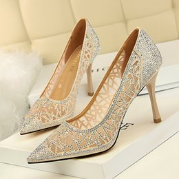 Toptan satış Rhinestone Yüksek Topuklu Kadın Sivri Burun Topuklu Örgü hollow Kristal bling Gümüş Ayakkabı yüksek topuklu 9 cm Parti Düğün ayakkabı pompalar