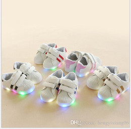 $enCountryForm.capitalKeyWord Australia - 2019 Spring and Autumn New Kids Light emitting Small White Shoes for Boys and Girls Shell LED Flash Shoes Korean Kids Shoes