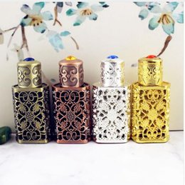 China 3ml Antiqued Metal Perfume Bottle Arab Style Essential Oils Bottle Container Alloy Royal Glass Bottle Wedding Decoration Gift cheap wedding royal suppliers