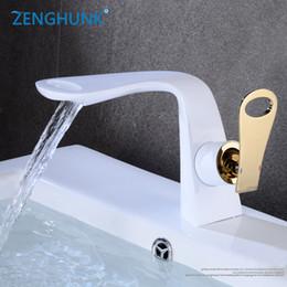 Ingrosso Rubinetti per il bagno Bianco e Oro Maniglia Hot Cold Switch Interruttore Miscelatori Rubinetti Lavabo Bagno Deck Mounted Basin Faucets