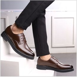 Mens Classic Leather Dress Shoes Australia - Top luxury 2019 new mens designer dress shoes Genuine leather Metal snap Peas wedding Shoes classic fashion Men's shoes big size loafers