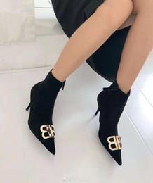 Großhandel Mode Heels Nieten NEUE TOP Luxus Designer Rote Untere Böden High Heels Ferse Schwarz Silber Hochzeit Pumps Kleid Frauen Frauen Schuhe 2019