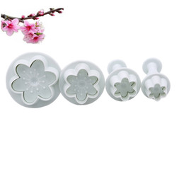 cake decorating tools plunger cutters Australia - 4Pcs Flower Shape Plastic Mold Kitchen Biscuit Cookie Cutter Pastry Plunger 3D Stamp Die Fondant Cake Decorating Tools