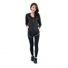 Donne 3 pezzi Yoga Set nero / grigio Patchwork Bra Jacket Pants Quick Dry Girls Sportswear Running Fitness Sports Clothes # 770296