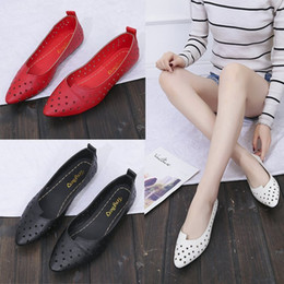 Sexy2019 Woman Pattern Korean Sharp Aushöhlen Belüftung Sandalen mit flachem Boden Pop Allgleiches Shallow Mouth Set Fuß Reverent Schuh