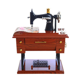 vintage machines 2019 - Chinese Vintage Music Box Mini Sewing Machine Clockwork Power Style Mechanical Birthday Gift Home Table Decor a2 30+ dis