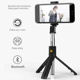 venda por atacado Multi-função sem fio Bluetooth selfie vara dobrável Handheld Monopod obturador remoto Extensível Mini Tripé para telefone inteligente