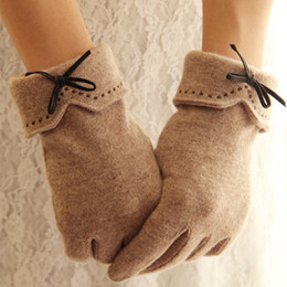 $enCountryForm.capitalKeyWord Australia - Fashion Female Wool Touch Screen Gloves Winter Women Warm Cashmere Full Finger Leather Bow Dotted embroidery Gloves