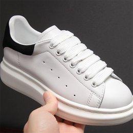 $enCountryForm.capitalKeyWord NZ - 19New Release Luxury Women Mqueen Girl Oversized Men queens Ultra MC Sneakers Leather Platform Low Cut Homme Femme Scarpe Donna Casual Shoes