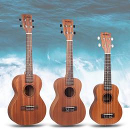 Venta al por mayor de Naomi Soprano / Concierto / Tenor Sapele Ukulele Hawaii Guitar Corte acústico Guitarra con bolsa de gig