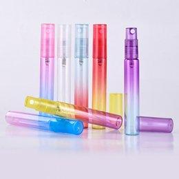 Großhandel 1000 stücke 4 ML 8 ML Mini Tragbare Bunte Glasduftstoffflasche Mit Zerstäuber Leere Kosmetische Behälter durch DHL