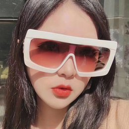 $enCountryForm.capitalKeyWord Australia - New Design Oversized Frame Sunglasses Woman Man One-piece Color gradient Lens Star Model Sun Glasses Ins Wind Large Glasses Male